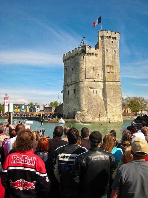 Red bull cliff diving at la rochelle holidays in france vendee and ile d 39 oleron holidays - Red bull high dive ...
