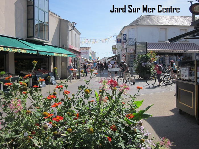 Thomas-James-Holidays-Vendee-Jard-town-centre.jpg