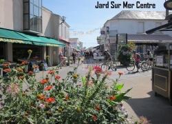 Thomas-James-Holidays-Vendee-Jard-town-centre.jpg
