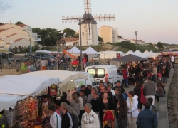 Thomas-James-Vendee-Holidays-Jard-Night-Market.jpg
