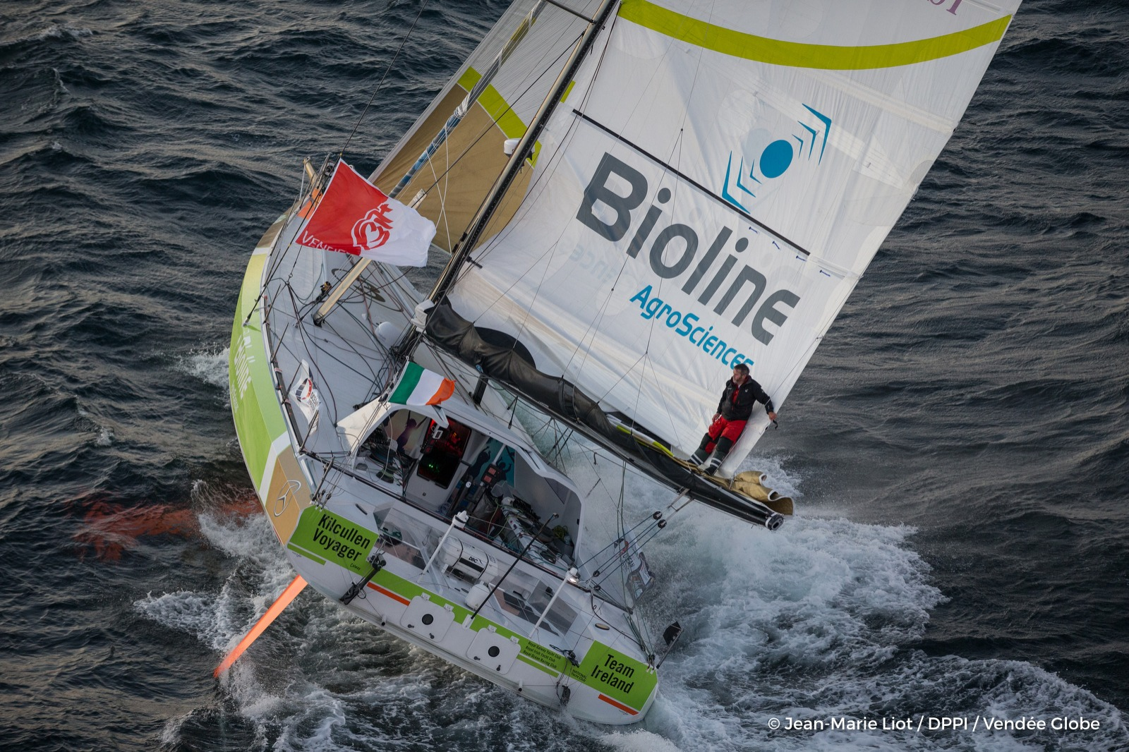 enda-o-coineen-irl-skipper-kilcullen-voyager-team-ireland-training-solo-for-the-vendee-globe-off-belle-ile-on-october-6-2016-photo-jean-marie-liot-dppi-vendee-globeimages-aeriennes-de-enda-o-coineen-